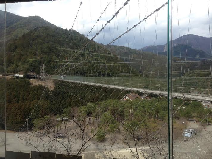 谷背のつり橋